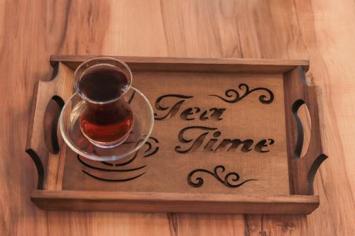 HK Mutfak Tea Time Ahşap Tepsi - -Halkkitabevi