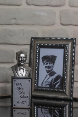 Beton Atatürk Büstü - Gümüş